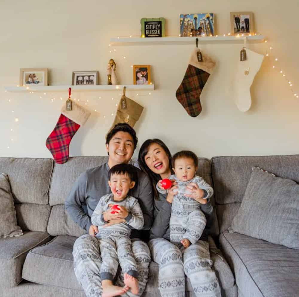 How to Take Family Christmas Photos With Little Kids